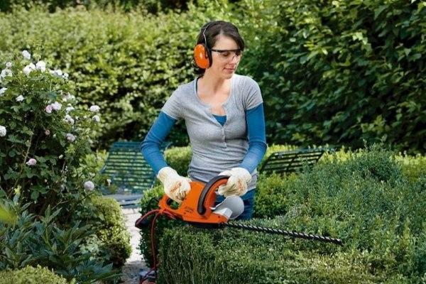 Эти садовые электроножницы от немецкого бренда Штиль популяны среди садоводов по всему миру.