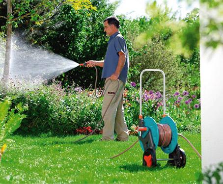 Садовые тележки Gardena очень удобны для работы в саду, огороде для хранения и перемещения шлангов.
